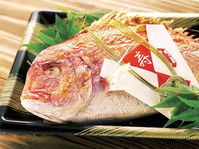 手作りの惣菜も人気商品の一つです。
